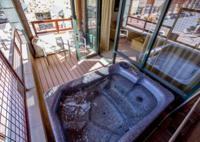 Private-hot-tub-on-deck
